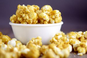 Easy Homemade Oven Baked Caramel Corn Recipe - a delicious, sweet, and crunchy snack. Great for kids or even for a party! This would also be an amazing gift idea. Sooo much better than the store-bought stuff!