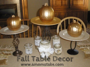 Thanksgiving Table Decoration Ideas - Get inspired for Thanksgiving with OVER 20 Thanksgiving table decorations  ideas, tablescapes, and centerpieces for your home.  So beautiful!