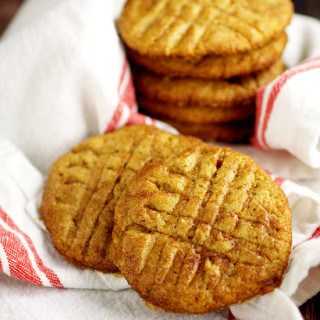 Warm and cozy, these Maple Cinnamon Cookies recipe have a crunchy outside from the crystallized maple syrup and a soft, chewy cookie inside. Must try for maple lovers! These sound like an amazing Christmas cookies recipe. Would be good for a Christmas cookie exchange too!