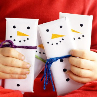 Snowman Candy Bars feature
