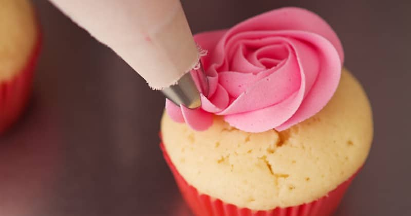 Pipeable Cream Cheese Frosting | The Gracious Wife