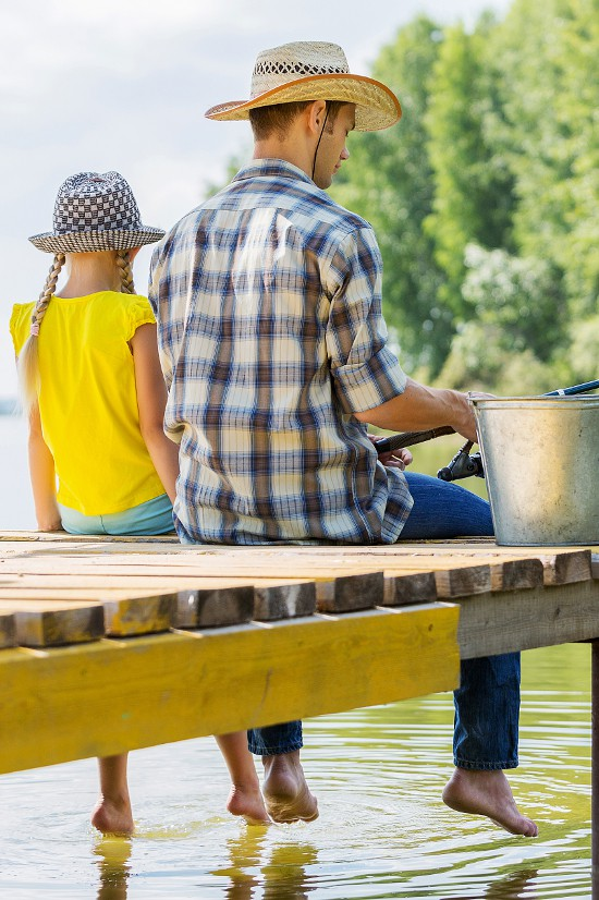 15 fun and easy Daddy Daughter Date Ideasto bond and connect with your daughter, as well as have a good time and make some memories! I love these!