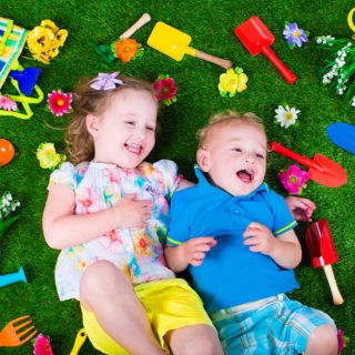 9 Tips for Including Kids in the Family Garden -Gardening isn't just for grown ups. Get the kids involved in planning, planting, growing, and harvesting with these 9 Tips for Including Kids in the Family Garden. This makes a great Spring and Summer kids activity and will keep them busy when they're out of school!