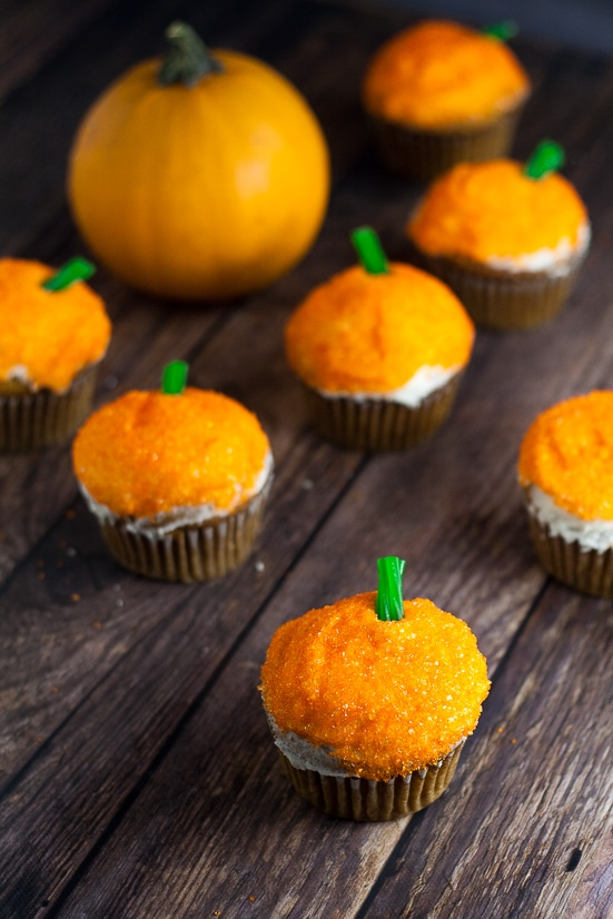 Sparkle Pumpkin Cupcakes Tutorial - Make these fun, easy, and festive Sparkle Pumpkin Cupcakes in just 4 simple steps for adorable Fall and Halloween treats! What a great idea for Halloween food. My kiddos will love these! Make them as Pumpkin spice too!