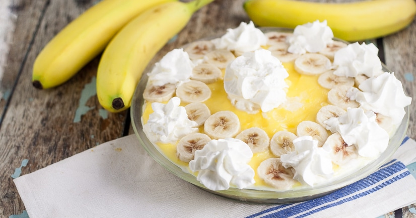 Banana Cream Cheesecake pie Recipe -This Banana Cream Cheesecake recipe is acreamy, sweet no bake twist on a classic banana cream pie with layers of pudding, ripe bananas, and cheesecake, all in a graham cracker crust. Banana cream pie and cheesecake in one easy dessert?! To die for!