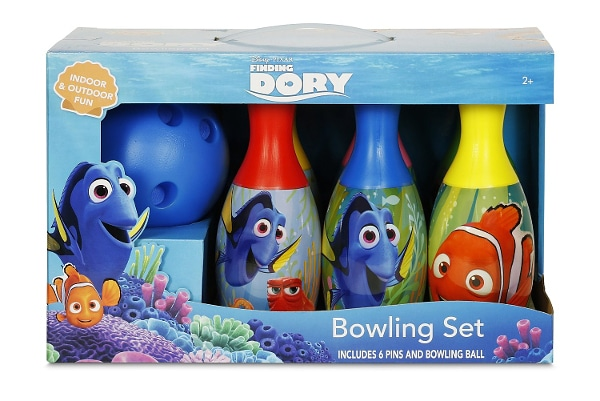 Finding Dory Bubble Machine - 15 Finding Dory Gift Ideas - Finding Dory Gift Guide with 15 adorable and fun Finding Dory Gift Ideas that are perfect for the Finding Dory fan in your life. Perfect gift ideas for kids for Christmas and birthdays!
