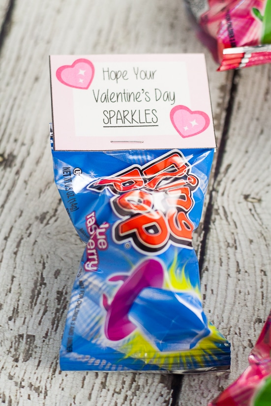 Free Printable Ring Pop Valentines for Kids -Free Printable Ring Pop Valentinesthat are easy to put together and perfect for kids to hand out at their school Valentine's Day party.