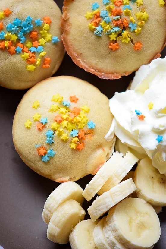 Funfetti Pancake Poppers recipe -These fun Funfetti Pancakes Poppers are a super easy breakfast recipe that the kids will love. Perfect for even week day mornings or on the go! Yummy and easy breakfast recipe perfect for kids!