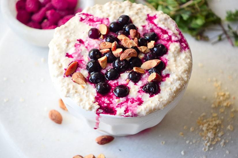 Blueberry Pie Oatmeal Recipe -For a quick and easy breakfast, try this Blueberry Pie Oatmeal recipe that's packed with fresh (or frozen!) blueberries, with a little bit of cinnamon and brown sugar for a healthy breakfast in 10 minutes!