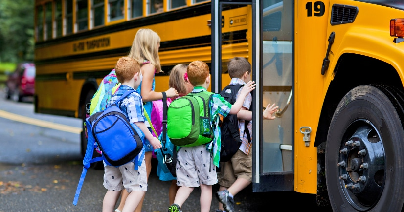 How to Make School Mornings Run Smooth -Make sure your school mornings are quick, easy, and stress-free, with these 8 simple tips for how to make school mornings run smooth! Parenting Tips