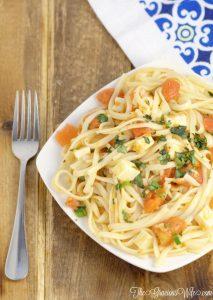 Easy Bruschetta Linguine Pasta Recipe - an easy pasta dinner idea recipe with tomatoes, garlic, basil, and mozzarella.  Super easy and super delicious!