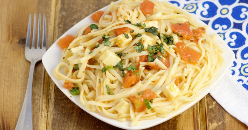 Easy Bruschetta Linguine Pasta Dinner Idea | From TheGraciousWife.com