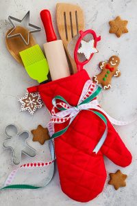 Kitchen Gadgets to give as gifts. Christmas gift ideas! Have someone on your Christmas shopping list that loves to cook? These kitchen gadget gift ideas make perfect Christmas gifts!