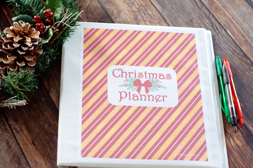 Organize your entire Christmas and holiday season with this Free Printable Christmas Planner. 8 sections, including schedule, gift planning, Christmas menu planning, & baking. This is amazing! I LOVE mine!