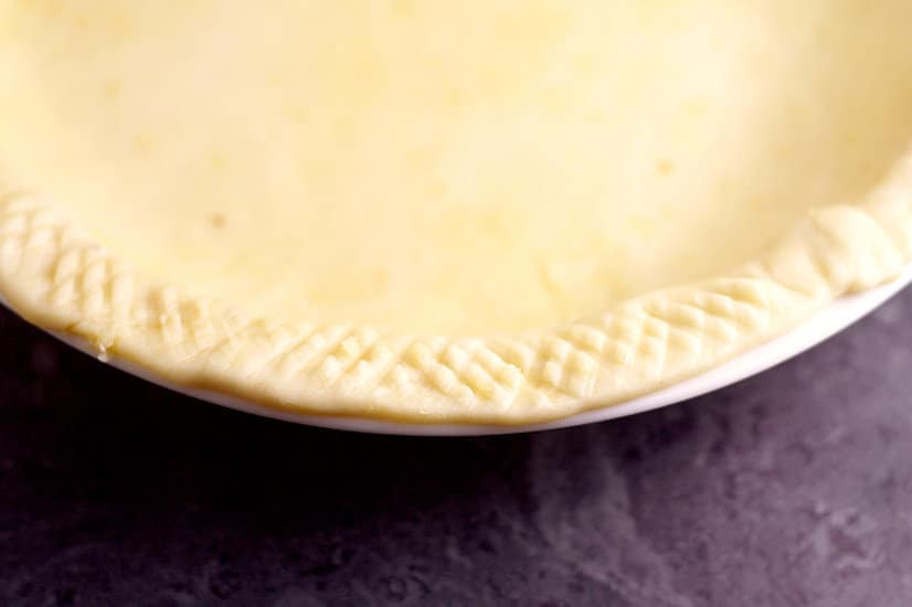 Make your pies delicious and beautiful too, with these 15 Pretty Ways to Finish Pie Crust Edges tutorials. You'll be a pie-making pro in no time! Perfect pie crust recipe and tutorial for Thanksgiving and the holidays coming up!