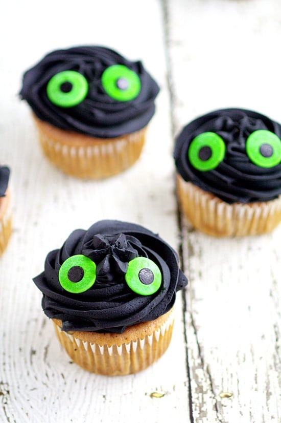 Toothless Dragon Cupcakes. Quick, easy, and adorable Toothless Cupcakes that are perfect for a How to Train Your Dragon birthday party and your Dragon-Trainer-In-Training will love! Great for a How to Train Your Dragon Birthday Party!
