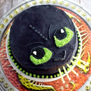 Easy Toothless Birthday Cake tutorial.Make your little Dragon-Trainer-in-Training happy with this simple but awesome fire-breathing DIY Toothless Cake. Do it yourself with a full tutorial and supply list!