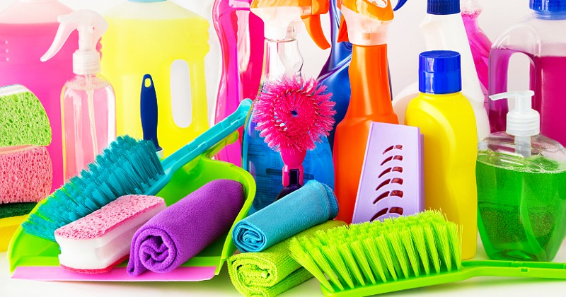 15 Easy Spring Cleaning tips to get your cleaning done faster and more effectively.Don't let Spring Cleaning overwhelm you! Get it done quickly and easily with these 15 Easy Spring Cleaning Tips.