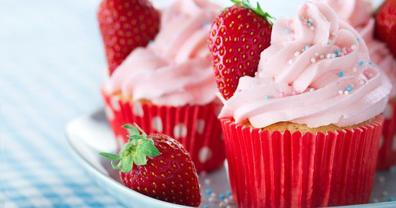 Real Strawberry Buttercream Frosting -Top your favorite cupcakes with this fresh and sweet Strawberry Frosting. Made with REAL fresh strawberries, it will be a dessert-time favorite. Looks amazing! Maybe for some strawberry lemonade cupcakes?