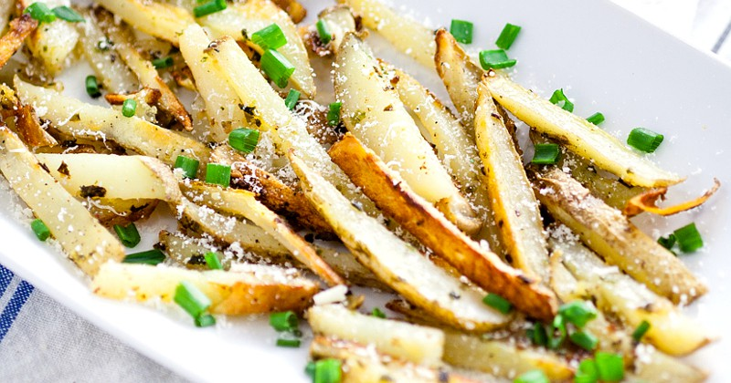 Garlic Chive Baked French Fries recipe -This Garlic Chive Baked French Fries recipe turns an American classic into a zesty new favorite with fresh garlic and chives tossed with butter and fries and baked in the oven. This looks like a fabulous quick and easy side dish recipe! What's not to love?! 11 Cheap Meals with Potatoes -You can save money by making some frugal meals to stretch your food and your money with these 11 yummy and filling Cheap Meals to Make with Potatoes. Frugal living and saving money with these frugal meals with potatoes. They're sooo good too!