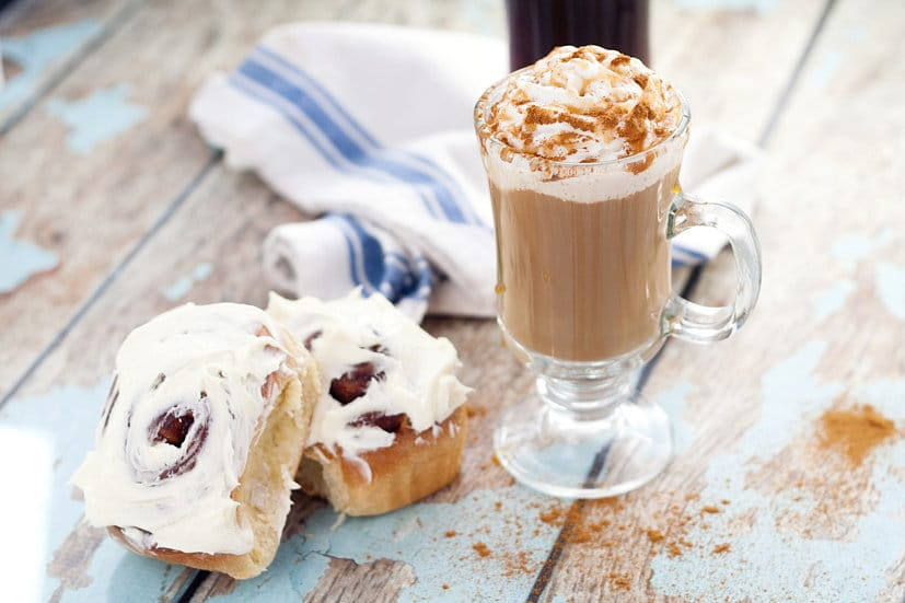 Homemade Cinnamon Roll Coffee Creamer recipe -Have your coffee as a decadent breakfast with this Cinnabon inspired Homemade Cinnamon Roll Creamer recipe with cinnamon, vanilla, and brown sugar. YES! I LOVE Cinnabon!