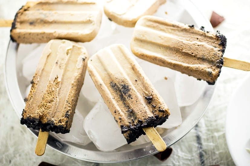 Creamy Chocolate Pie Pops Recipe - Make this quick and easy no bake dessert Creamy Chocolate Pie Pops recipe with just 2 ingredients. These are SO good. Taste just like fudgsicles.