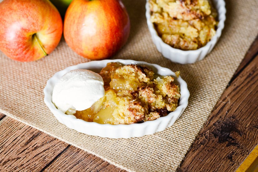 Easy Apple Cobbler Recipe -Make this 5 ingredient quick and easy apple cobbler recipe in just 30 minutes for a delightful, sweet Fall apple treat that will quickly become a family favorite. 5 ingredient, 30 minute, quick and easy dessert recipe. Can't beat that!