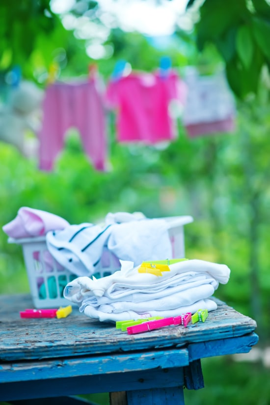 6 Easy Laundry Hacks to Save You Money - There's no way of getting of doing the laundry, but you can do it on the cheap! Check out these 6 genius laundry hacks to save money! | frugal living tips