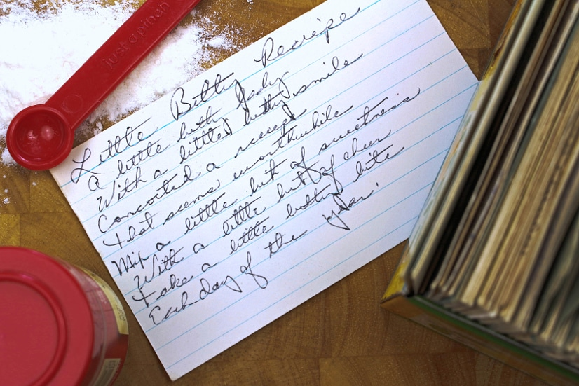 How to Organize Recipes with 10 easy tips and tricks -Make sure you can always find the recipe you need! Learn your own favorite recipe organization tricks with these 10 easy ways to organize recipes!   organization