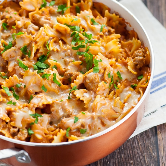 Creamy Sausage Pasta recipe -This Creamy Sausage Pasta recipe is simple, cheesy, and perfect for an easy family dinner recipe with a creamy red sauce, Italian sausage, and melted gooey cheese. Super easy pasta for family dinner recipe and can be made in just 30 minutes!