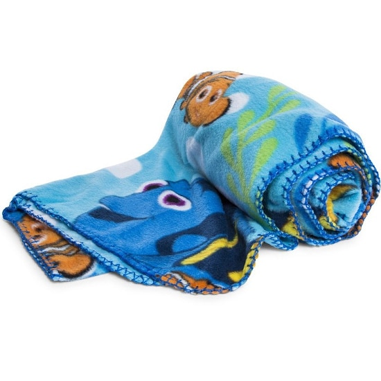 Finding Dory Blanket - 15 Finding Dory Gift Ideas - Finding Dory Gift Guide with15 adorable and fun Finding Dory Gift Ideas that are perfect for the Finding Dory fan in your life. Perfect gift ideas for kids for Christmas and birthdays!