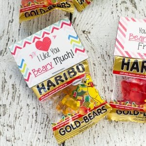Free Printable Gummy Bear Valentines for Kids -Free Printable Gummy Bear Valentinesthat are easy to put together and perfect for kids to hand out at their school Valentine's Day party.