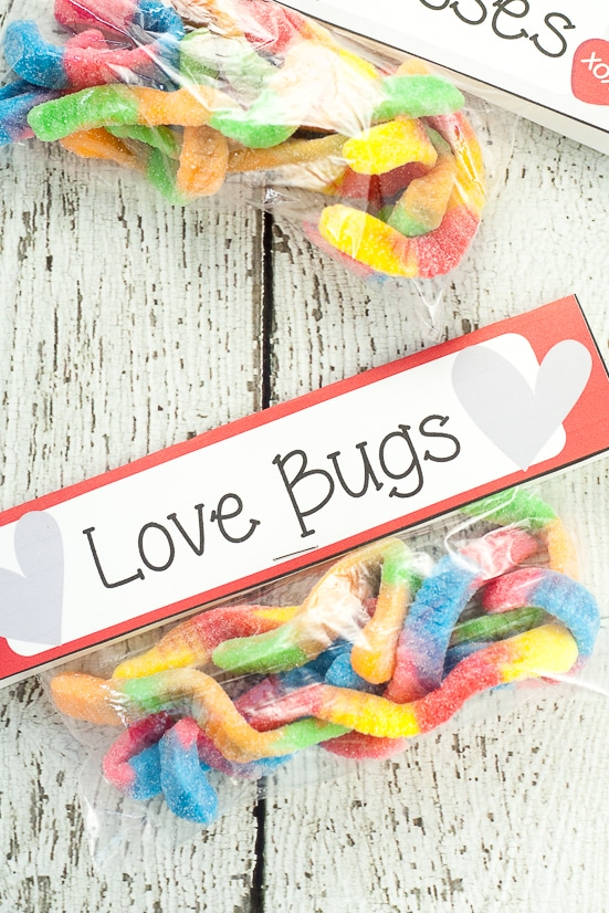 Free Printable Gummy Worm Valentines for kids -Free Gummy Worm Valentine Printables that are easy to put together and perfect for kids to hand out at their school Valentine's Day party.