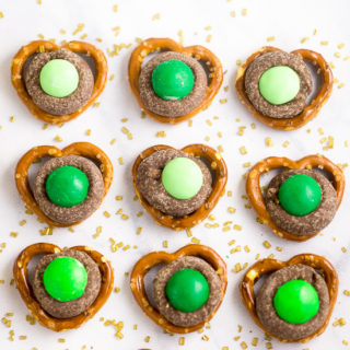 Mint Chocolate Pretzel Bites Recipe - Quick and easy, these Mint Chocolate Pretzel Bites, with just 3 ingredients,  make a festive sweet and salty treat perfect for St Patrick's Day!