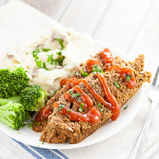 Slow Cooker Meatloaf Recipe -A simple and delicious easy Slow Cooker Meatloaf recipe using a juicy, classic meatloaf recipe and cooked in the Crock Pot. Super delicious and easy Crockpot family dinner recipe.