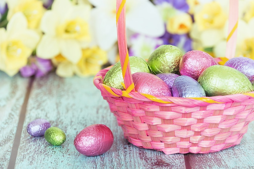 20 Edible Easter Basket Fillers ideas for kids -Fill your Easter baskets with a variety of goodies this year with these 20 Edible Easter Basket Fillers ideas that are perfect for kids!