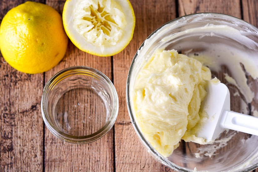Lemon Butter Recipe -Sweet and tangy Lemon Butter goes perfectly on your favorite roll, biscuit, or scone for a refreshing and yummy treat. Make it in just 10 minutes with 5 ingredients! Easy compound butter recipe makes a great DIY gift idea too!!