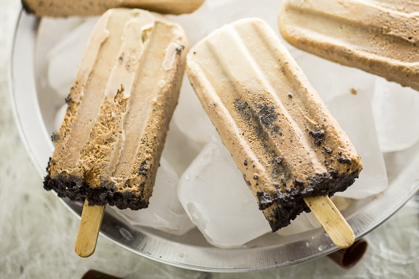 Creamy Chocolate Pie Pops Recipe -Make this quick and easy no bake dessert Creamy Chocolate Pie Pops recipe with just 2 ingredients. These are SO good. Taste just like fudgsicles. Perfect homemade popsicle recipe for the Summer!