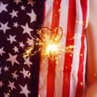 7 Safe Alternatives to Fireworks - Love fireworks but worried about safety? Have some safe celebratory fun this Summer with these 7 safe alternatives to fireworks.  Parenting Tips | Summer