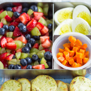 5 Ingredient Bento Box Lunches for Kids for a Week -If you're looking for some easy, creative, and healthy school lunch ideas for kids, check out these super simple 5 ingredient bento box lunches for kids for a WHOLE WEEK!