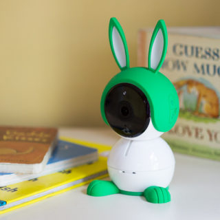 Arlo Baby Monitor Review - Arlo Baby is the smart baby monitor that lets you be productive  while knowing your child is safe. Gain more peace of mind, freeing your brain up for other important tasks, like solo bathroom trips (okay, yeah. That might be pushing it a little too far). But here are my top 12 favorite features for the Arlo Baby Monitor and why it's on my baby must have list! (Perfect baby shower gift idea!!)