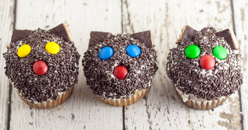 Black Cat Cupcakes Tutorial -Black Cat Cupcakes make a fun and easy non-spooky Halloween treat for kids! They're easy enough that anyone can make them! Fun project for kids to help with! Fun, quick and easy Halloween treats for kids!