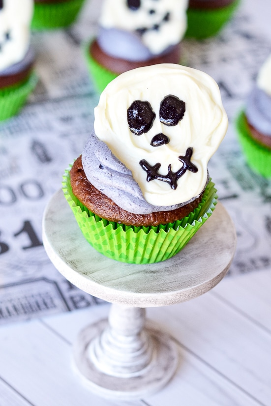 Skeleton Cupcakes -Spooky but fun Skeleton Cupcakes with chocolate skeletons on top of your favorite cupcakes are a perfect easy Halloween treat for kids! These are so cute and easy! My kids will love them!