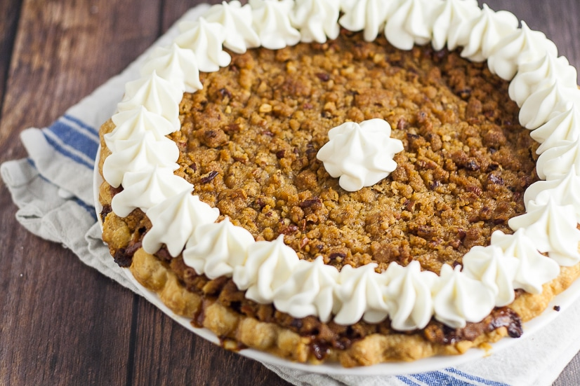 Sweet Potato Pie with Crumble Topping Recipe -Classic sweet potato pie recipe topped with a brown sugar and pecan crumble topping, just like your favorite sweet potato casserole, for a Thanksgiving pie recipe that is sure to please! #pie #recipe #pierecipe #sweetpotato #Thanksgiving